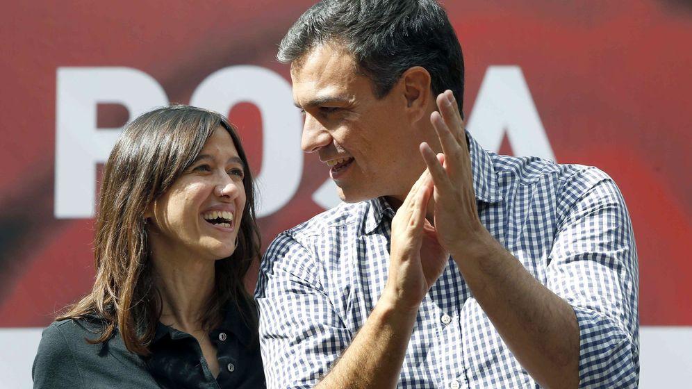 Foto: El secretario general del PSOE, Pedro Sánchez, junto a la viceprimera secretaria del PSC, Núria Parlon. (Efe)