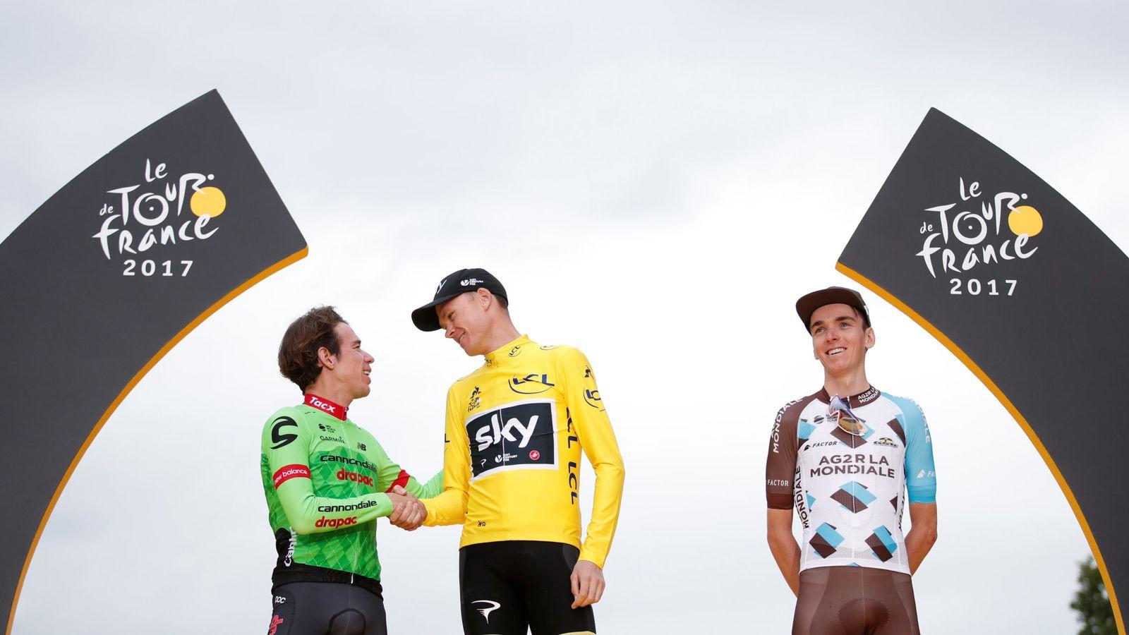 Foto: Chris Froome (c) ganó este domingo su cuarto Tour de Francia. Junto a él subieron al podio Rigoberto Urán (i) y Romain Bardet (d). (Reuters)