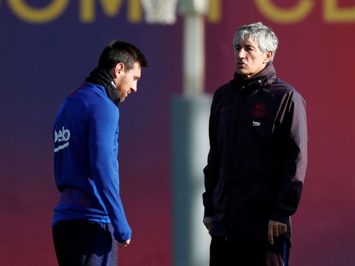 Foto: Setién y Messi, durante un entrenamiento del Barcelona. (Reuters)