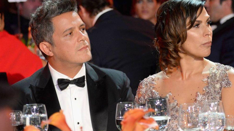 Alejandro Sanz y Raquel Perera, en una entrega de premios. (Getty)
