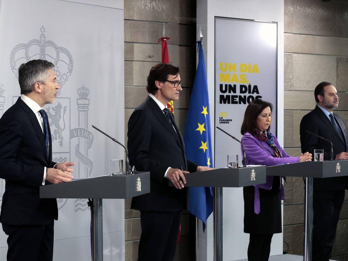 Foto: Los ministros Fernando Grande-Marlaska, Salvador Illa, Margarita Robles y José Luis Ábalos, este 19 de abril. (JM Cuadrado | Pool Moncloa)