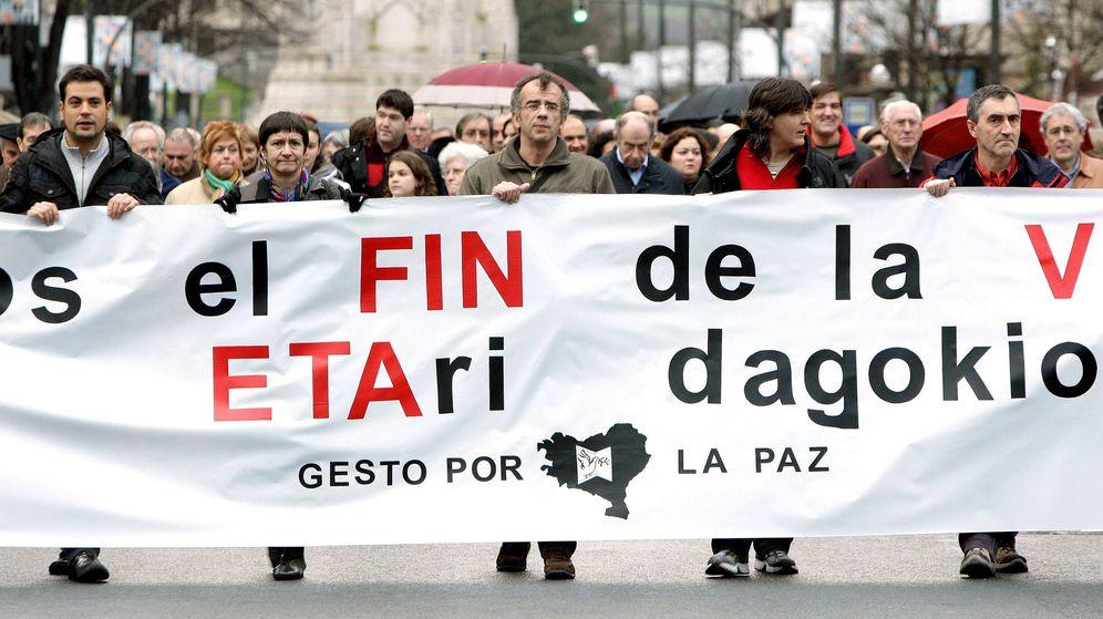 Foto: Fotografçia de archivo de una manifestación convocada por la coordinadora Gesto por la Paz. (EFE)