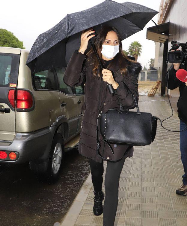 Foto: Irene Rosales llega al tanatorio tras la muerte de su padre. (Lagencia Press)