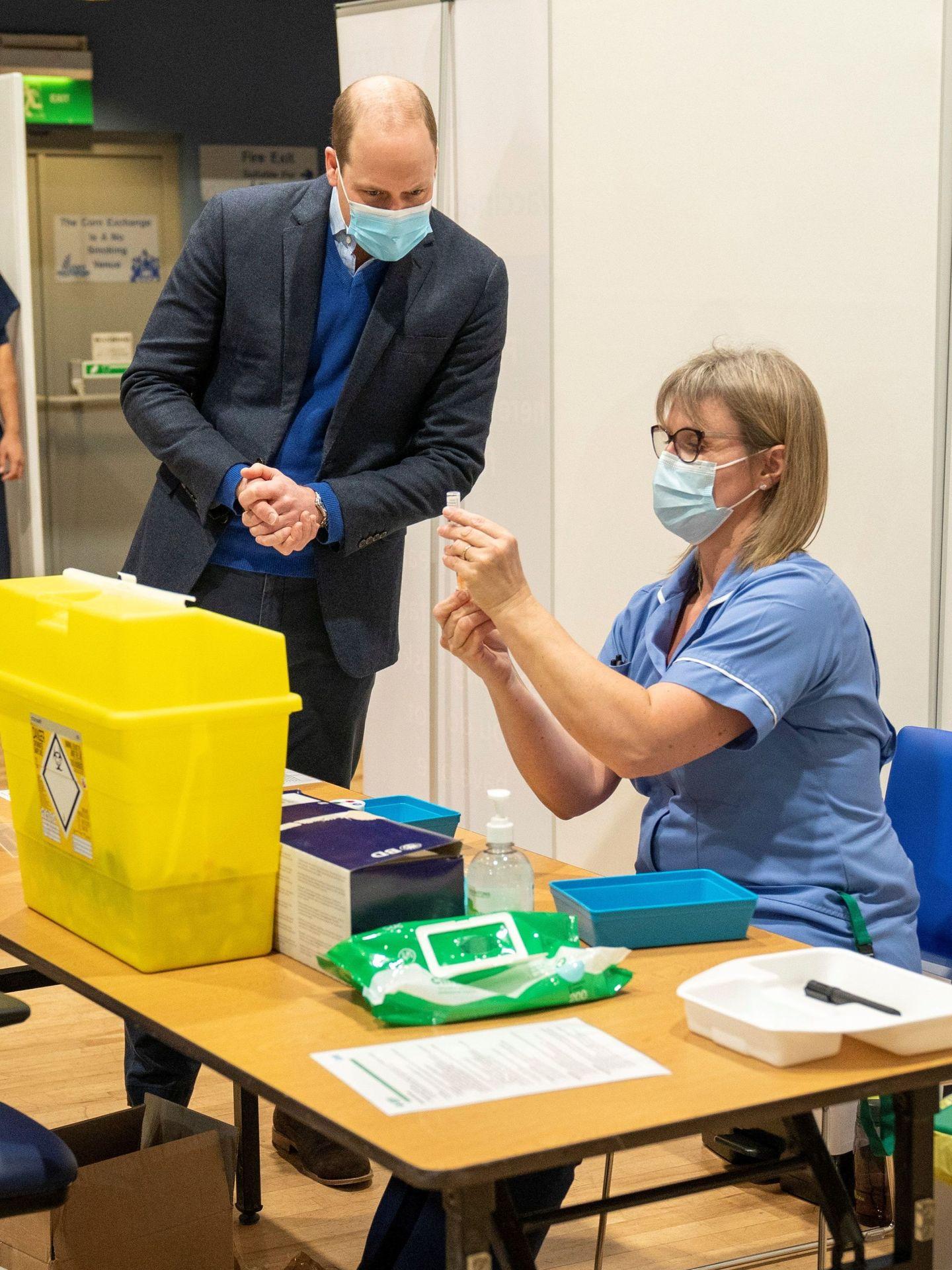 El príncipe Guillermo, este lunes en un centro de vacunación de Norfolk. (Reuters)