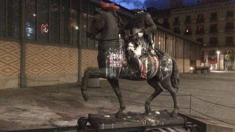Ponen una cabeza de cerdo sobre la estatua decapitada de Franco en Barna
