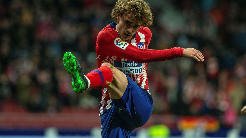 Foto: Antoine Griezmann dispara a portería en un partido del Atlético de Madrid en el Metropolitano. (EFE)