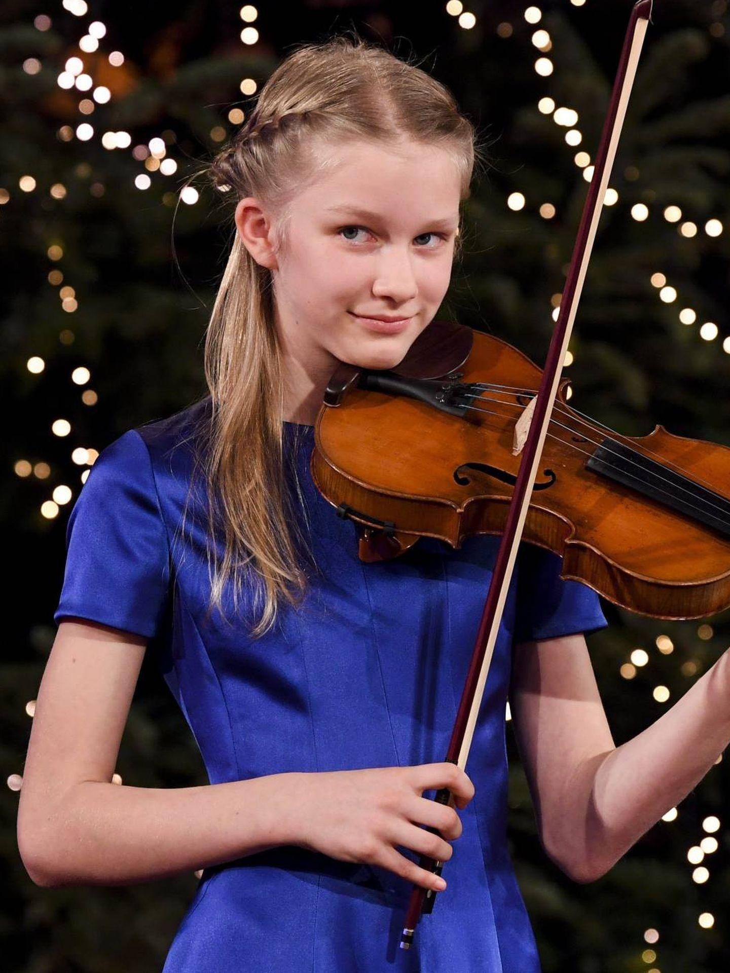 La princesa Eléonore, al violín. (Cordon Press)