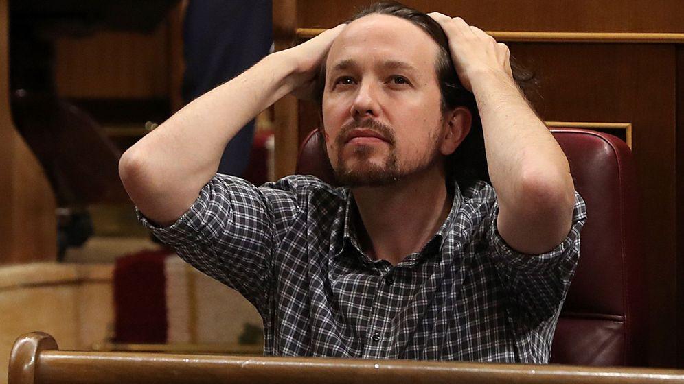 Foto: Pablo Iglesias, durante la primera jornada del debate de investidura de Pedro Sánchez. (EFE)