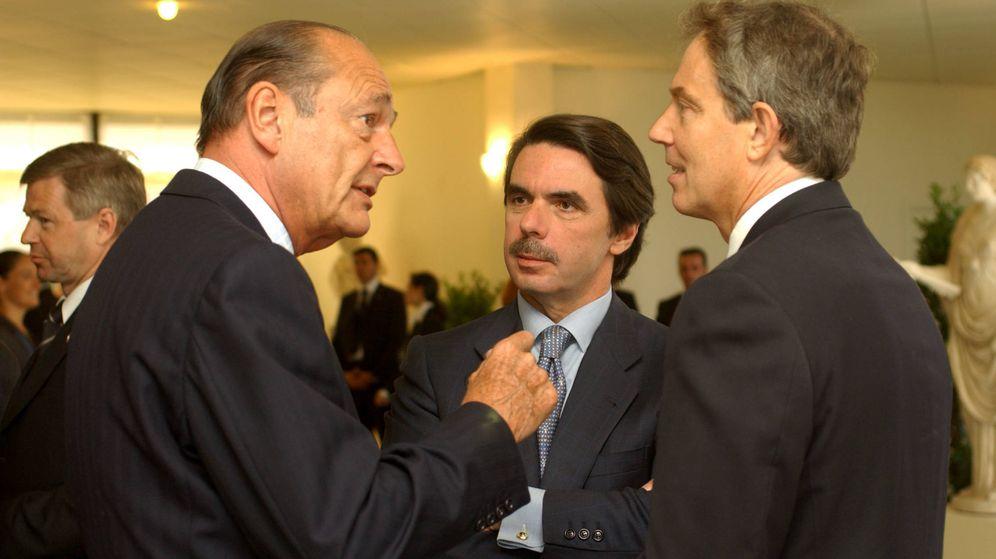 Foto: Jacques Chirac, Jose María Aznar y Tony Blair, en 2002 en una reunión de la OTAN. (EFE)
