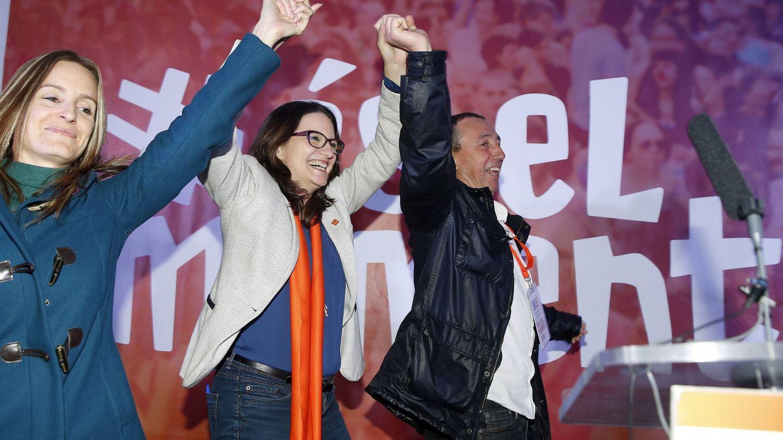 Ángela Ballester (Podemos), Mónica Oltra y Joan Baldoví (Compromís), la noche del 20-D. (EFE)