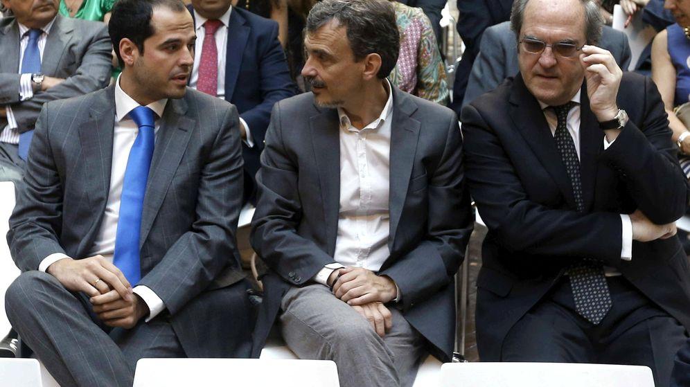 Foto: El portavoz socialista en la Asamblea de Madrid, Ángel Gabilondo (d), el portavoz de Podemos, José Manuel López (c), y el portavoz de Ciudadanos, Ignacio Aguado (i) (Efe)