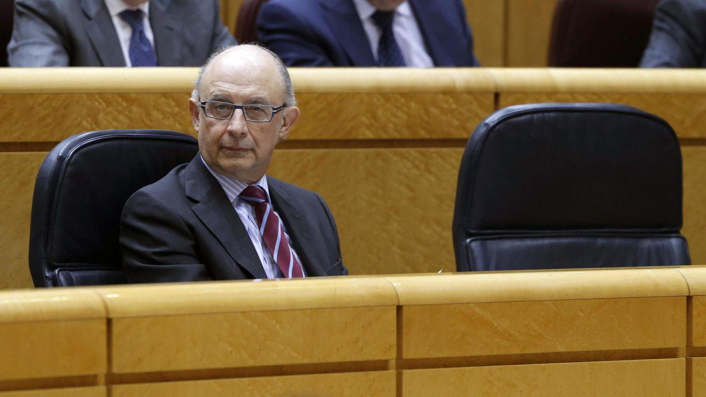 Foto: El ministro de Hacienda, Cristóbal Montoro, en el Senado (EFE)