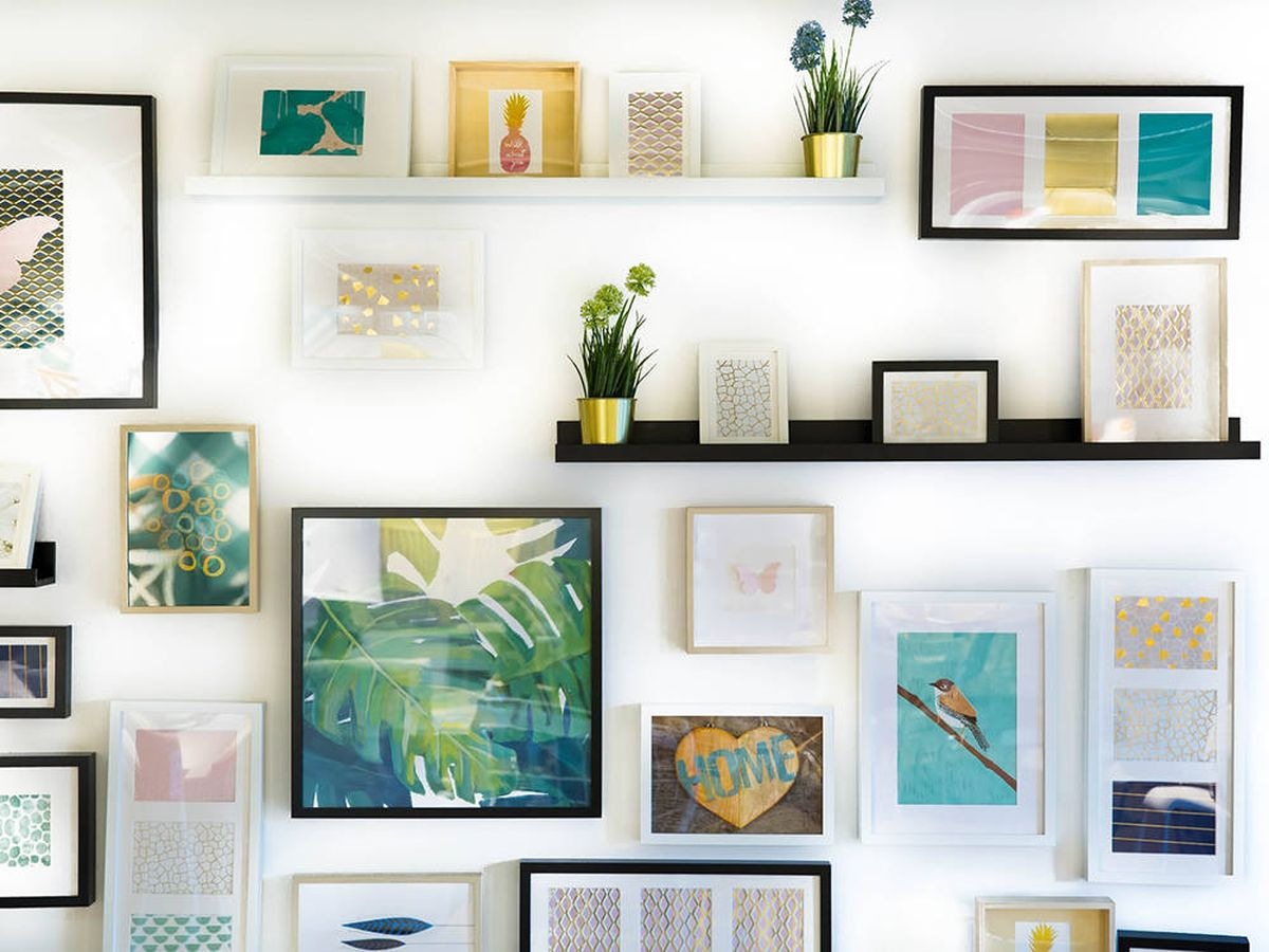 Foto: Portafotos de pared múltiples para llenar tu casa de recuerdos inolvidables (Jonny Caspari Kuud para Unsplash)