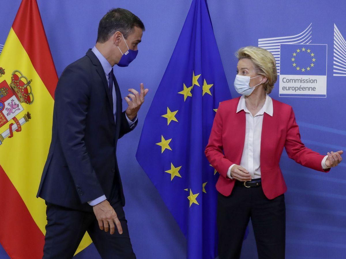 Foto: El presidente del Gobierno, Pedro Sánchez, y la presidenta de la Comisión Europea, Ursula von der Leyen, en Bruselas. (EFE)