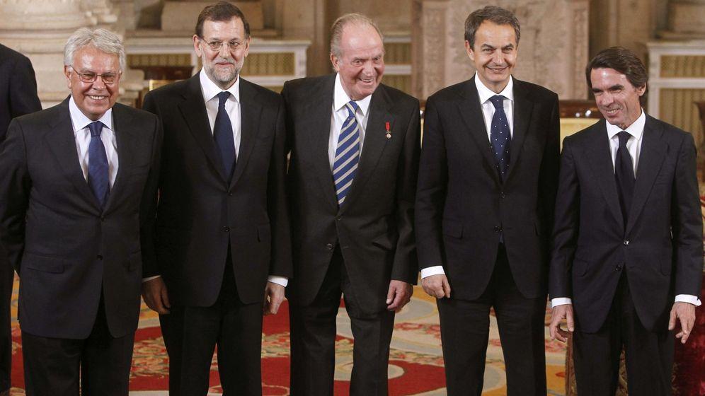 Foto: El rey Juan Carlos, acompañado de Felipe González (i), José Luis Rodríguez Zapatero (2d) y José María Aznar (d), y el presidente Mariano Rajoy (2i)