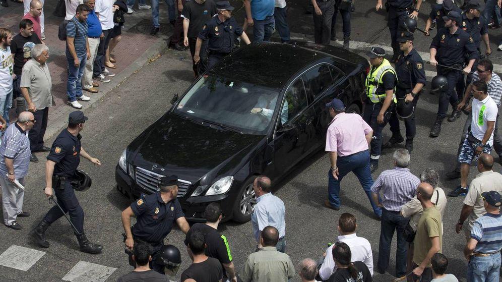 Foto: Taxistas madrileños protestan contra un vehículo de la compañía Cabify. (Gtres)