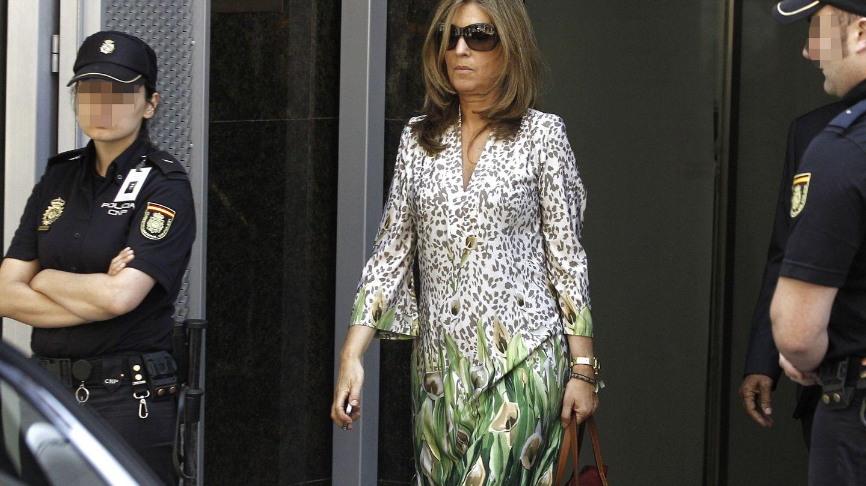 Rosalia Iglesias, mujer del extesorero del PP Luis Bárcenas, a la salida de la Audiencia Nacional, en 2013. (EFE)
