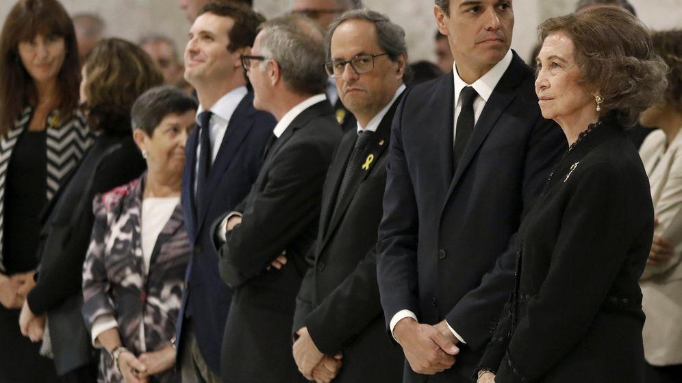 Foto: Pedro Sánchez, junto a la reina Sofía y el 'president', Quim Torra, en el funeral de Montserrat Caballé. (Reuters)