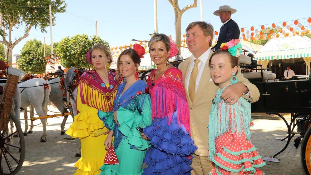 Foto: Las cuatro posan con el rey Guillermo. (Lagencia Grosby)
