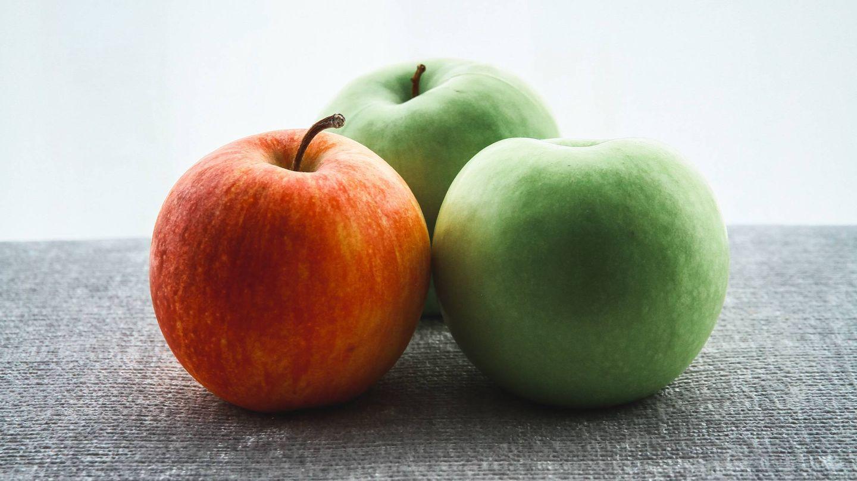 Adelgaza comiendo las manzanas con piel. (Benjamin Wong para Unsplash)