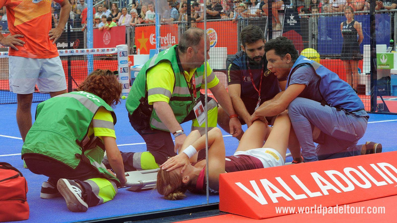 Foto: Alejandra Salazar tras lesionarse. (Foto: World Padel Tour)