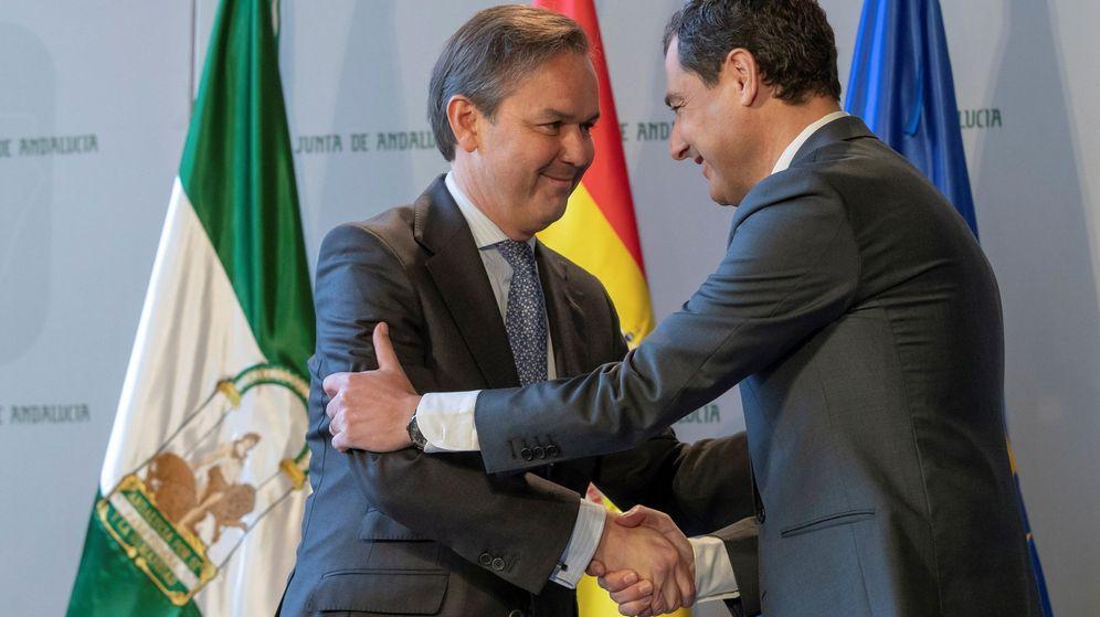Foto: El popular Alberto García Valera, durante el acto de toma de posesión como consejero de Hacienda, Industria y Energía. (EFE)