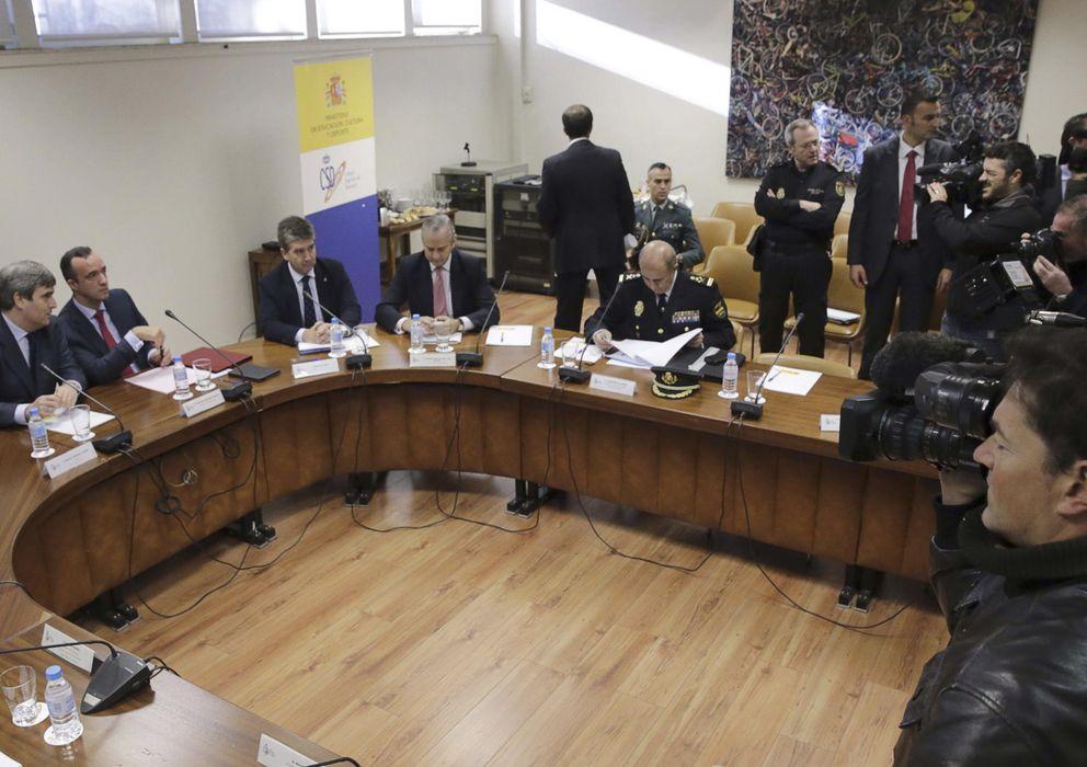 Foto:  El presidente del CSD, Miguel Cardenal, el secretario de Estado de Seguridad, Francisco Martínez, los directores generales de la Policía y la Guardia Civil y el comisario general de Seguridad Ciudadana (Efe)