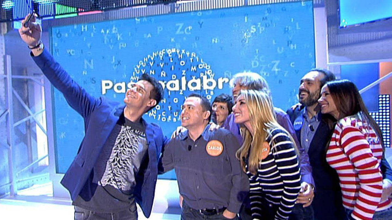 Los participantes se sacan una foto para las redes sociales (Mediaset España)