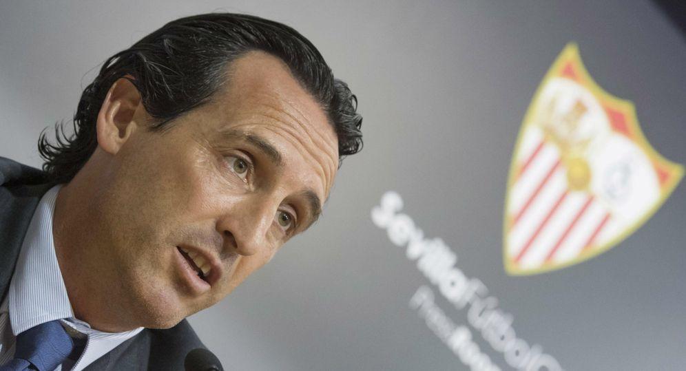 Foto: Unai Emery deberá cavilar más de la cuenta para formar un once inicial ante el Barcelona. (EFE)