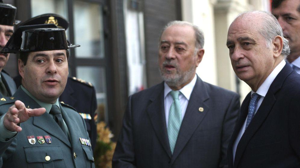 Foto: Gabino de Lorenzo, delegado del Gobierno en Asturias, junto al exministro Jorge Fernández Díaz. (EFE)