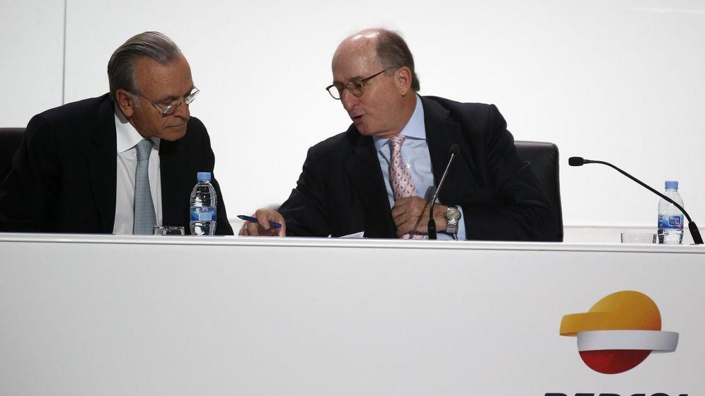 Foto: Isidre Fainé (izquierda) y Antonio Brufau presentan el plan estratégico de Repsol. (Reuters)