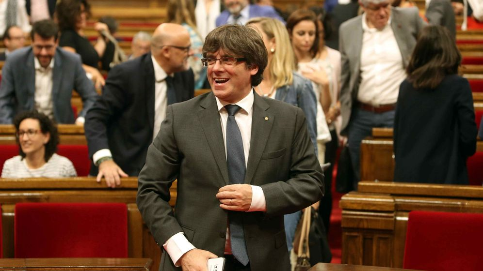 Foto: El expresidente de la Generalitat Carles Puigdemont, tras finalizar un pleno en el Parlament. (EFE)