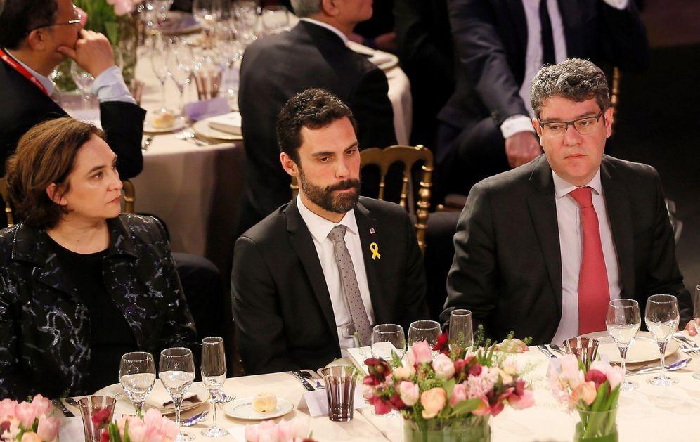 Foto: La alcaldesa de Barcelona, Ada Colau; el presidente del Parlament, Roger Torrent, y el ministro de Energía y Turismo, Álvaro Nadal. (Presidencia del Gobierno)