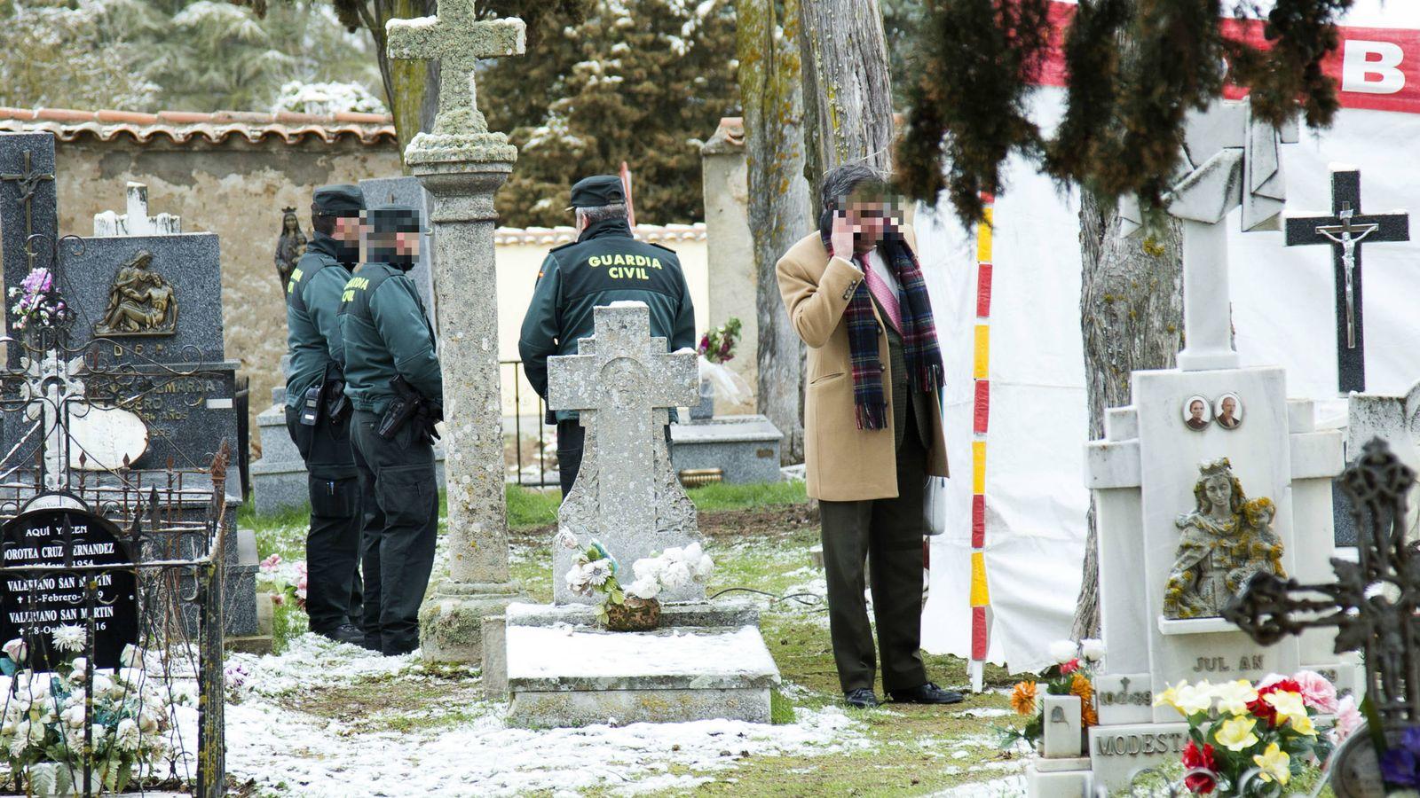 Foto: Imagen de la exhumación del cuerpo de Leoncio González de Gregorio. (Gtres)