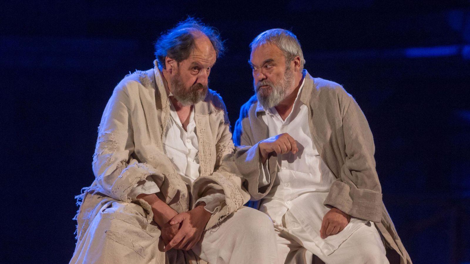 Foto: Josep María Pou y Carlos Canut en 'Sócrates. Juicio y muerte a un ciudadano' (Jero Morales)
