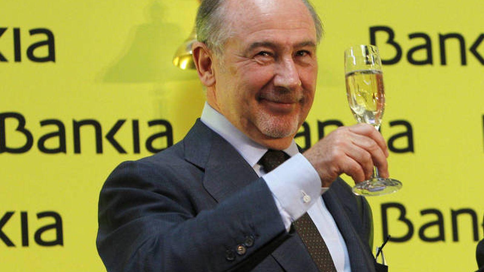 Foto: El expresidente de Bankia, Rodrigo Rato, en la salida a bolsa de 2011. (EFE)