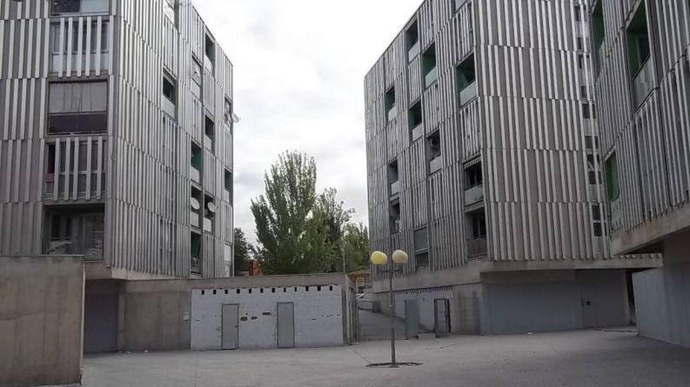Foto: Edificios que acogen las viviendas concedidas inicialmente a guardias civiles que ahora no se consiguen vender ni en subasta pública.