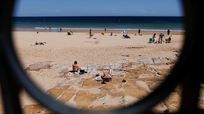 Una playa en Lagos, Portugal (Reuters)