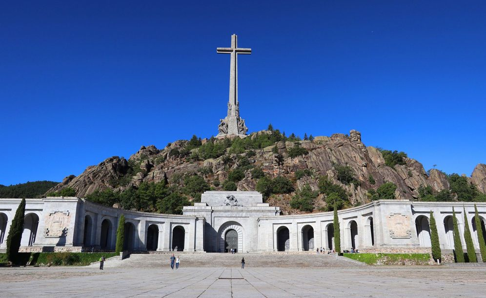 Foto: La explanada que se abre a los pies de la basílica del Valle de los Caídos, en una imagen del pasado 24 de septiembre. (EFE)
