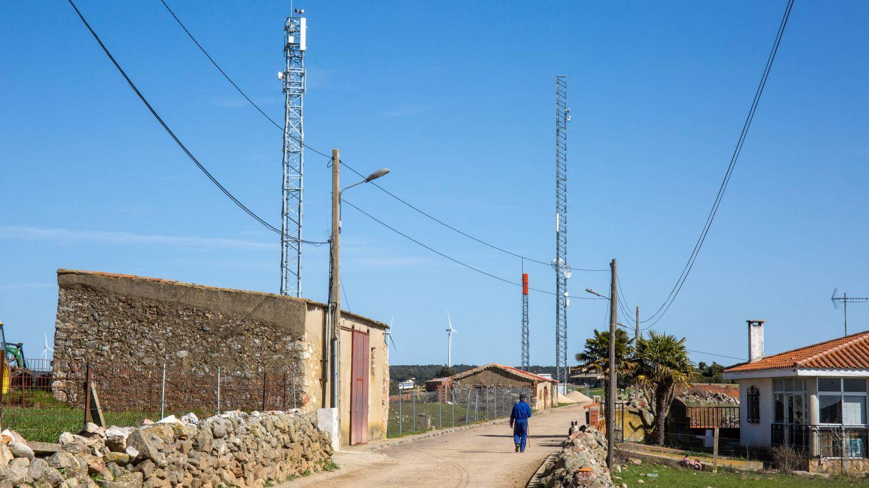 Repetidores de telefonía instalados en Zamayón, Salamanca. (D.B.)