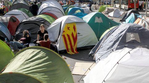 Se rompe la acampada en el centro de Barcelona entre acusaciones de robo y fraude