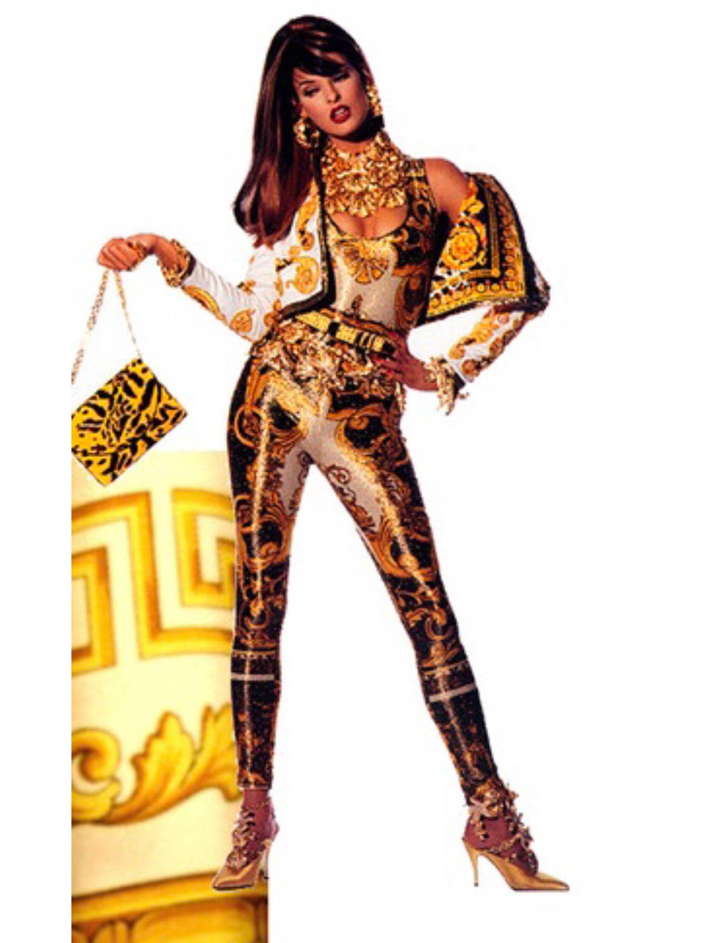 El estampado de oro de Versace. (Cortesía)
