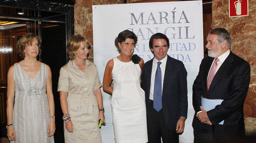 Foto: El expresidente del PP y del Gobierno José María Aznar,  Jaime Mayor Oreja, María San Gil, Esperanza Aguirre y a Ana Iribar, viuda de Gregorio Ordoñez. (Efe)