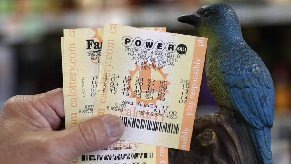 Foto: Un boleto de la Lotería estadoundiense Powerball. (EFE)