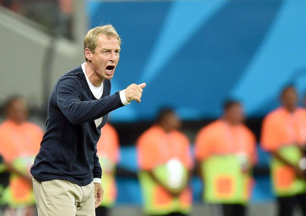 Foto: Jürgen Klinsmann, dando instrucciones durante un partido del Mundial (EFE)
