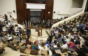 Madrid lanza un órdago a Wert para que todo titulado pueda ser maestro