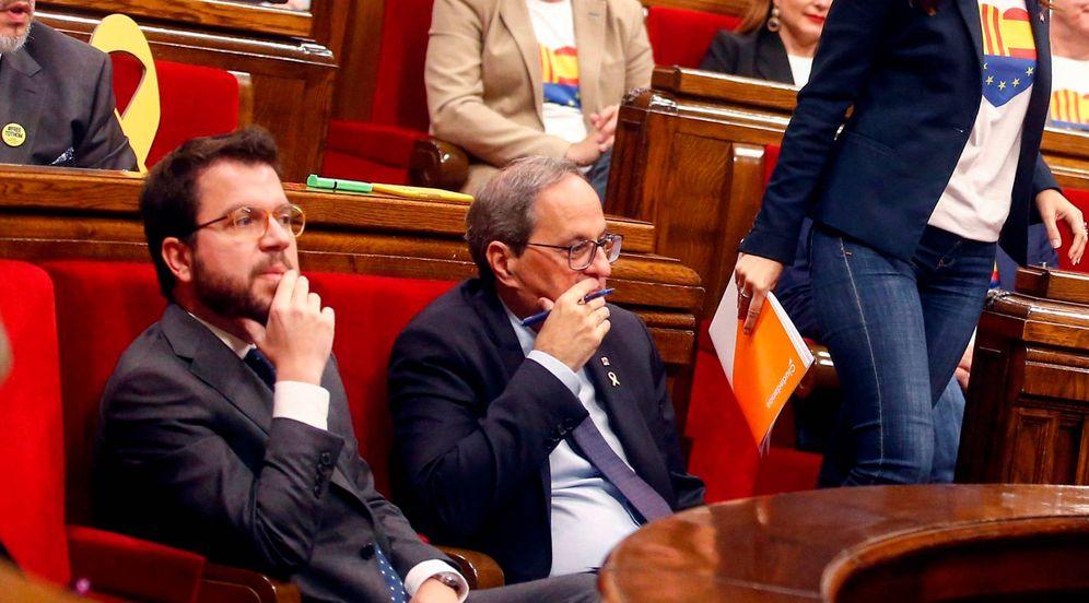 Foto: Pere Aragonès y Quim Torra (d) en el último pleno del Parlament. (EFE)