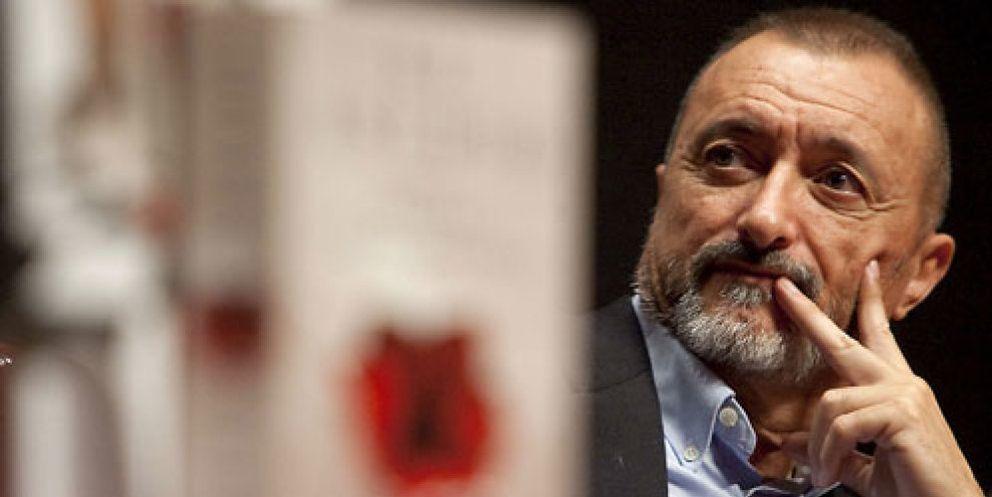 "Pérez-Reverte revoluciona Twitter tras llamar a Moratinos ""perfecto mierda"""