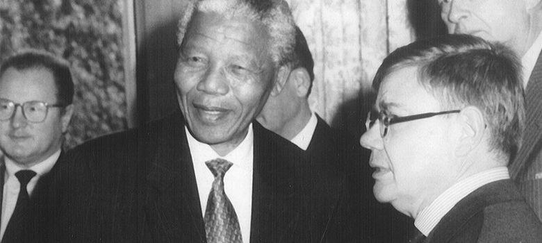 Foto: Nelson Mandela junto a Jean-Yves Ollivier ('Plot for peace')