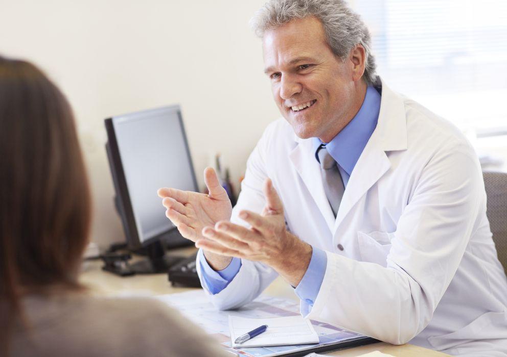 Foto: Por obligación o desidia muchos médicos se limitan a tratar a los pacientes siguen un protocolo marcado. (iStock)